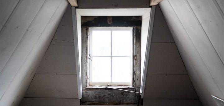 L'interprétation des rêves en Islam sur les vues d'une fenêtre de grenier.