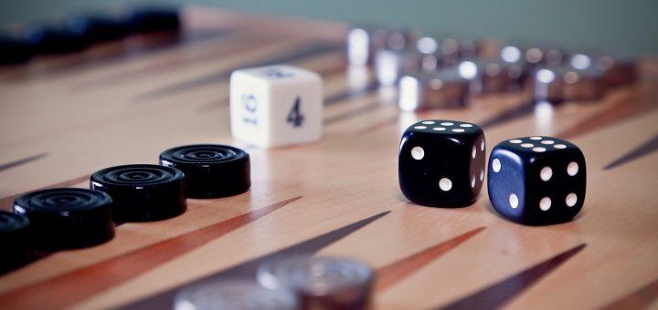 L'interprétation des rêves en Islam sur le fait de jouer au backgammon.
